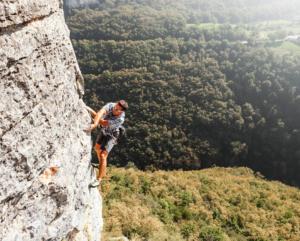 Luca arrampicata